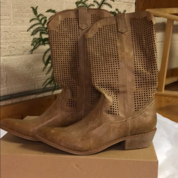 0945fce1b64 Coconuts Tan Pioneer Western Inspired Boots